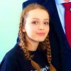 Василина Юсковец с косичками